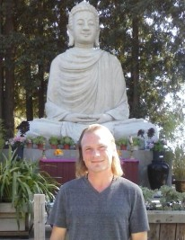 brent infront of Buddha
